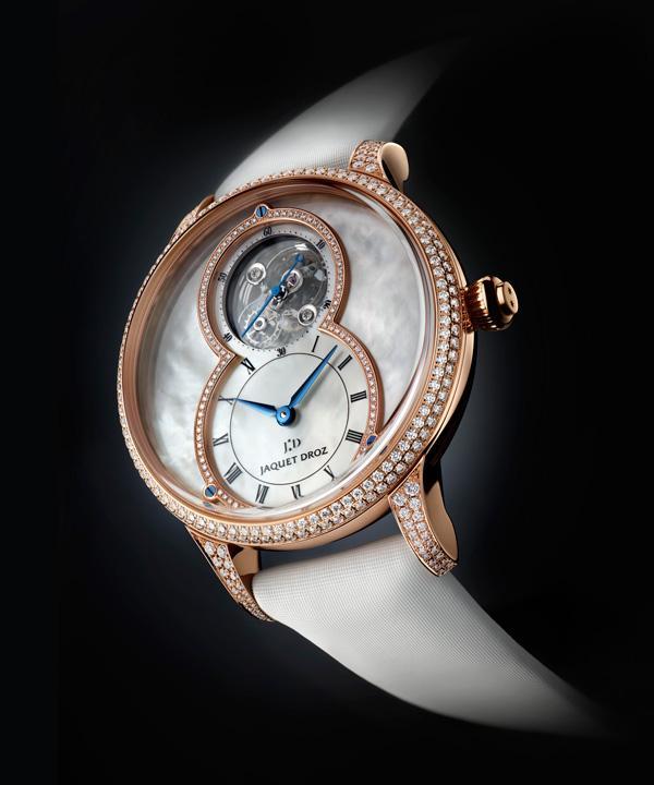 雅克德罗呈献全新杰作珍珠母贝陀飞轮大秒针